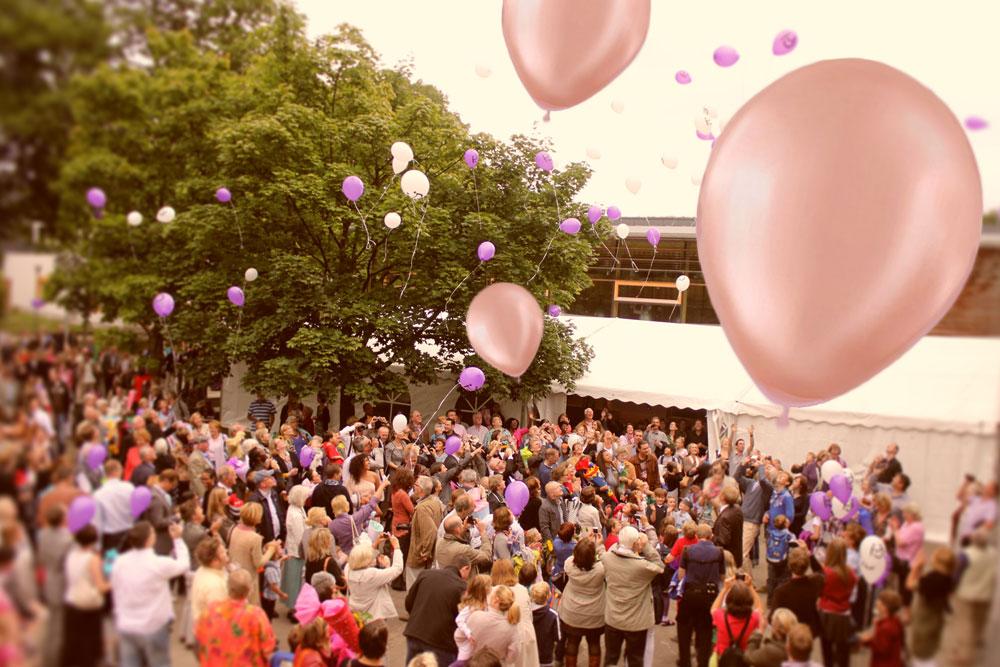 Einschulung mit Luftballons